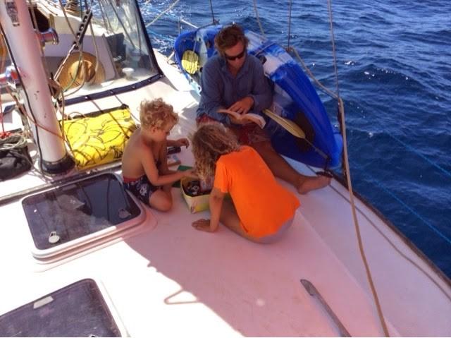 kids-playing-sailboat