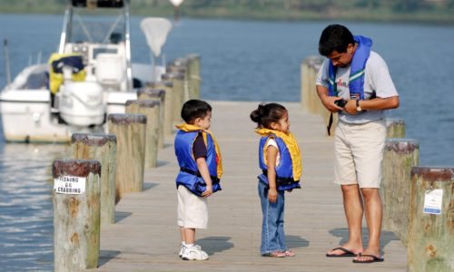 3 Reasons Parents Should Wear Life Jackets with Kids
